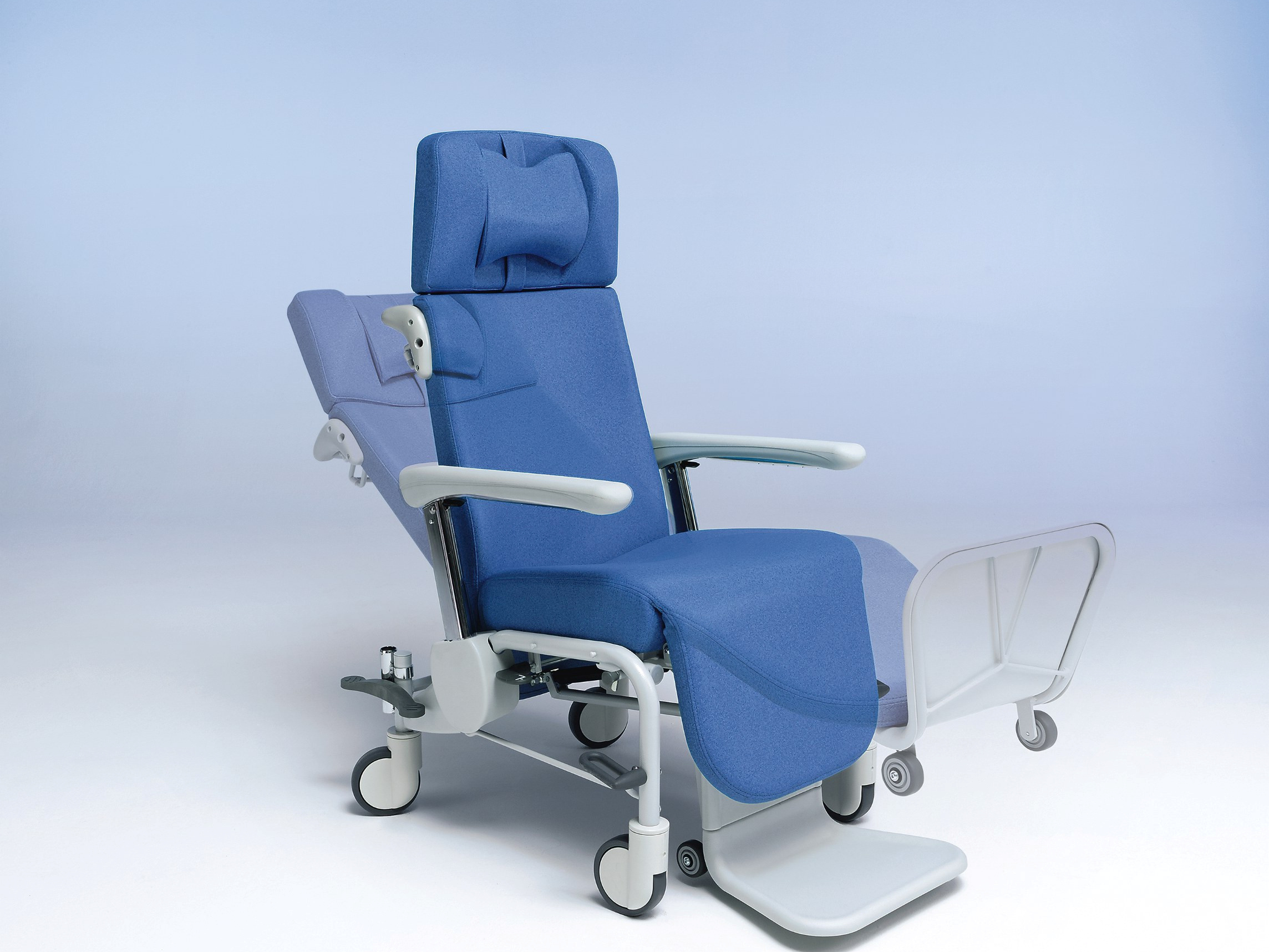 Fixed footrest of the Ravello-Curo care chair