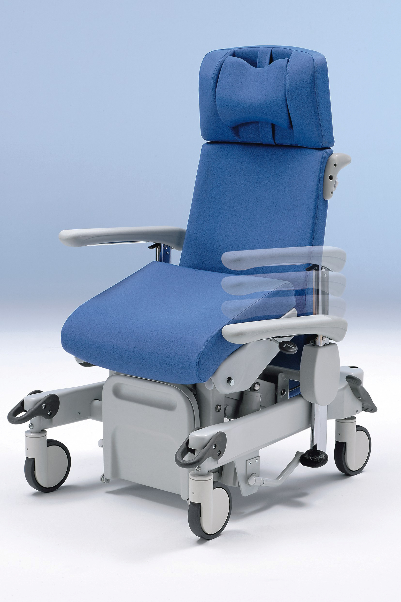 6-stage armrest height adjustment on the Ravello transport chair