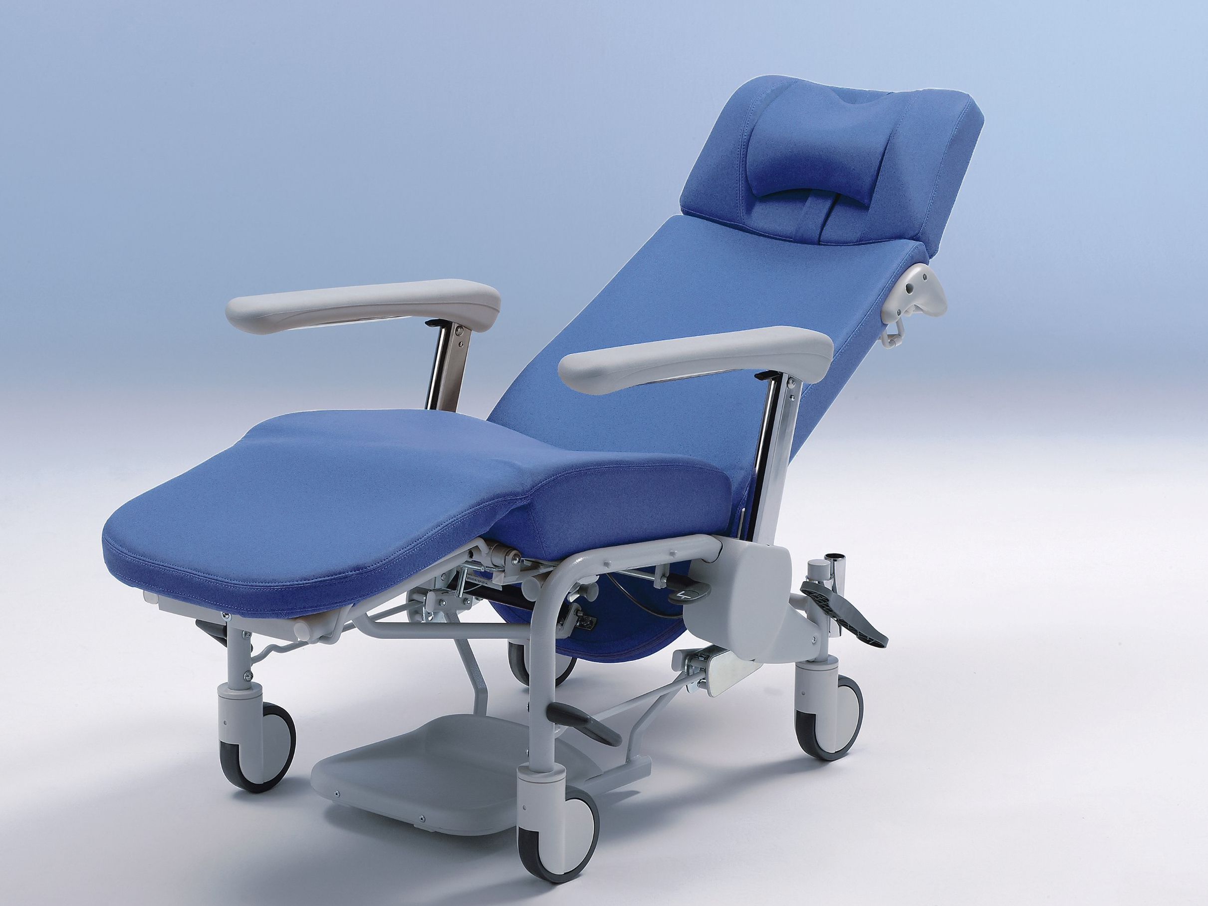 The Ravello care chair offers a comfortable reclining position