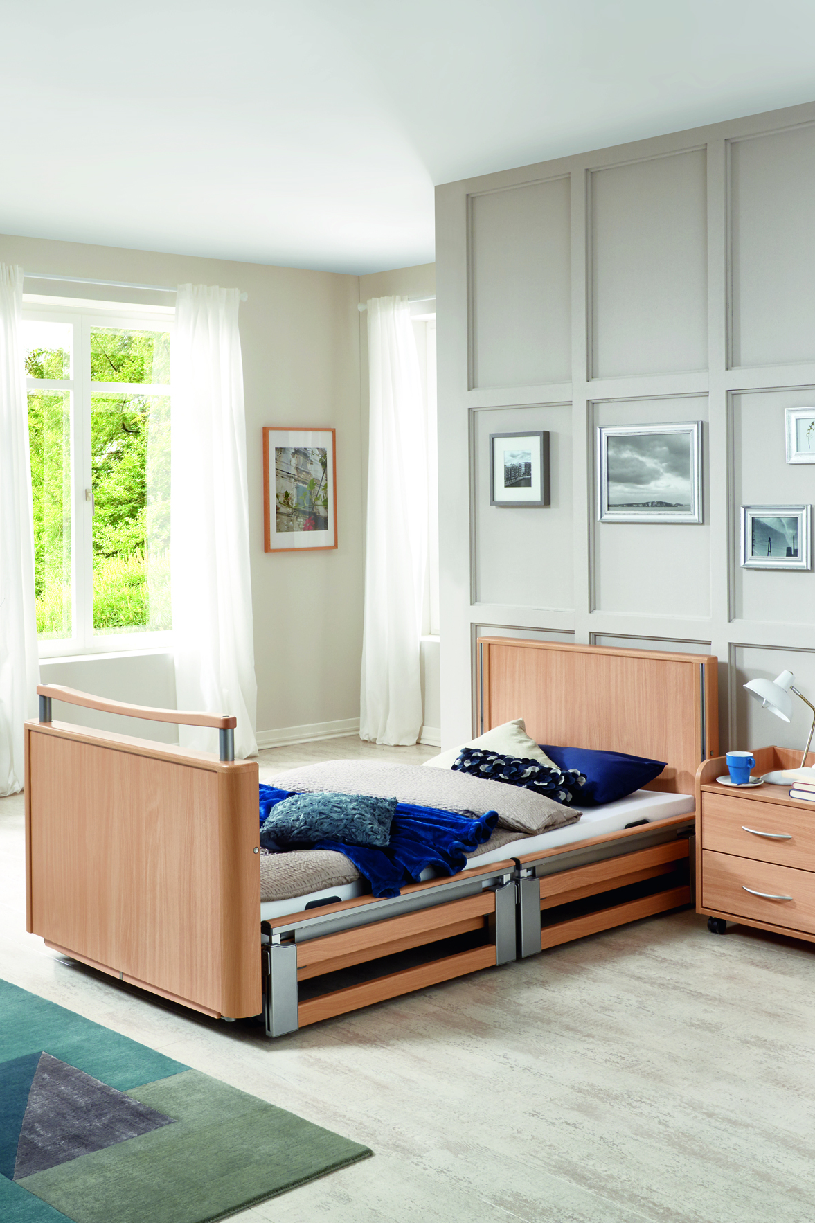 Optional telescopic safety side of the Inovia care bed