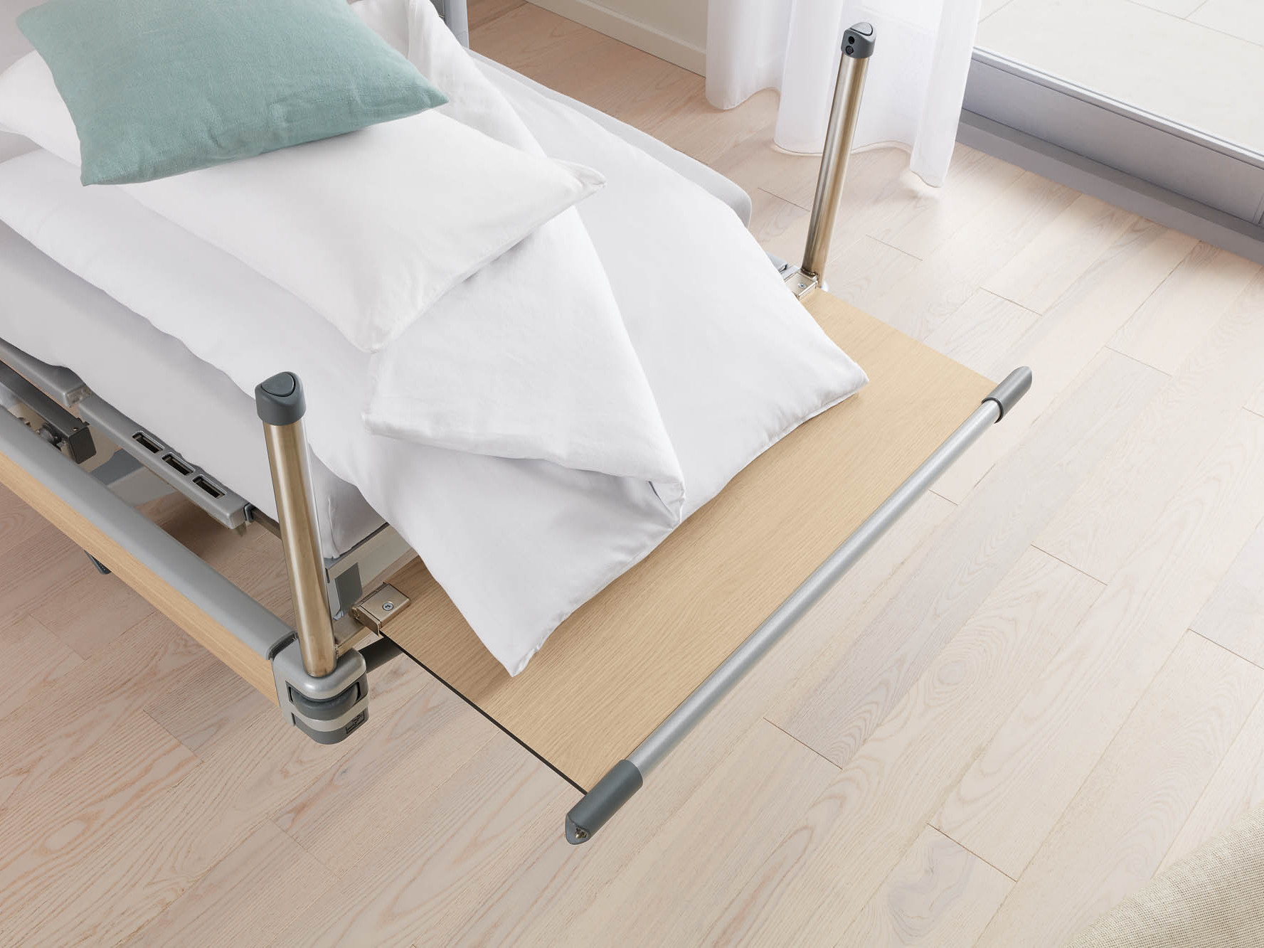 Fold-down footboard of the Vertica homecare mobilisation bed