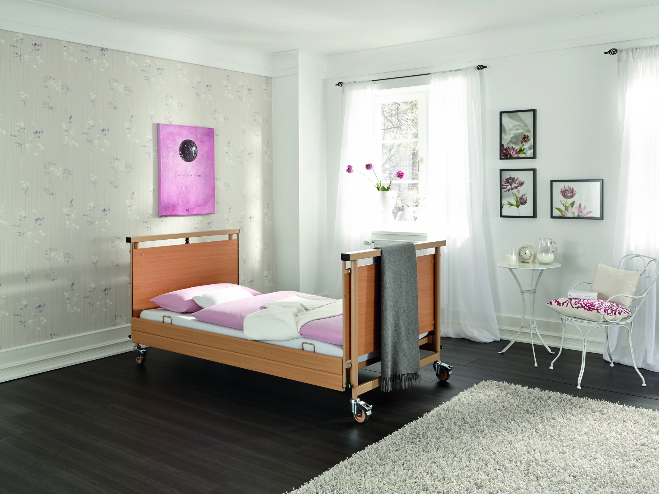 Full-length safety side (DSG) on the Allura II heavy-duty bed