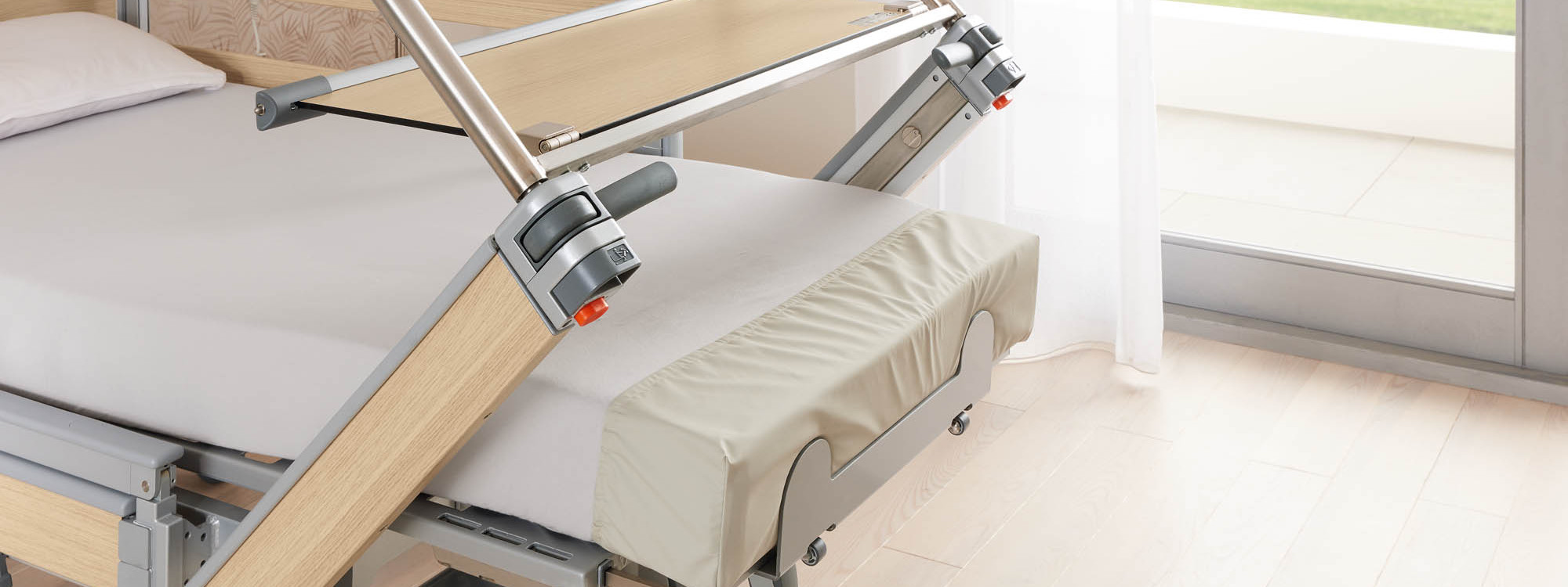 Optional adaptable footboard of the Vertica homecare mobilisation bed